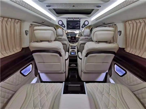 奔驰VS680配置众多V级商务车详细讲解  咨询热线:15088779054