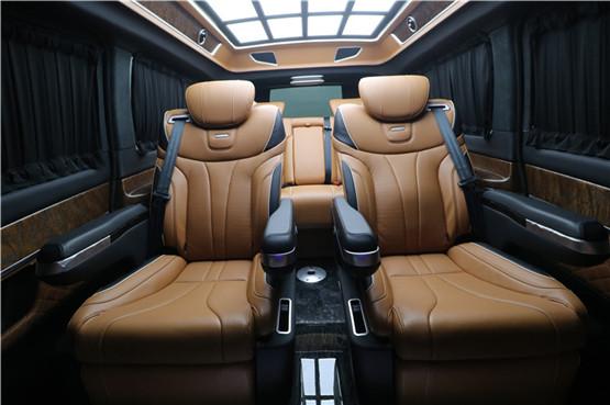 奔驰商务车七座国六现车促销,直降10万。优惠热线:4009609396