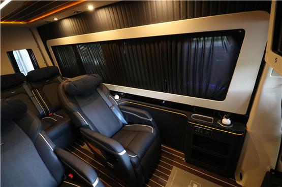 奔驰斯宾特7座房车报价78万起。更多优惠,欢迎详询:4009609396