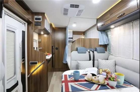 依维柯Daily(欧胜)房车C型价格促销,国产房车价格40万起,优惠详询:4009609396