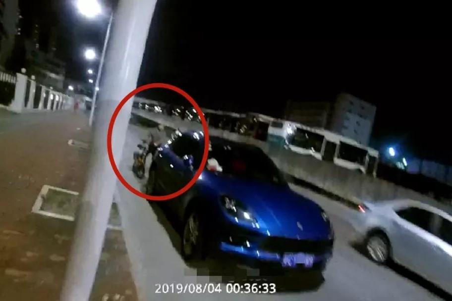 珠海保时捷夫妇遇交警查酒驾弃车开溜:我没开车,钥匙都没有