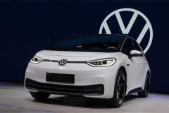 为何全力推广纯电车型?一个承诺改变了大众的未来!