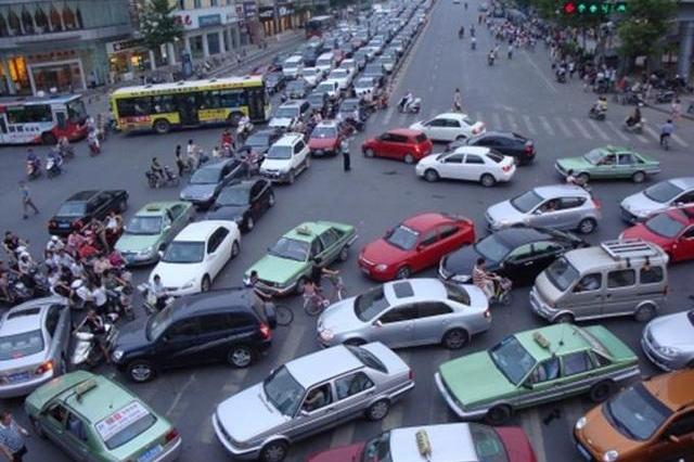 为啥有些人买了车不开,停在小区里?网友:我真的酸了