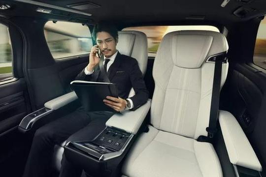 """日系中最豪华的MPV,别称""""埃尔法Pro""""!加价80万卖吗?"""
