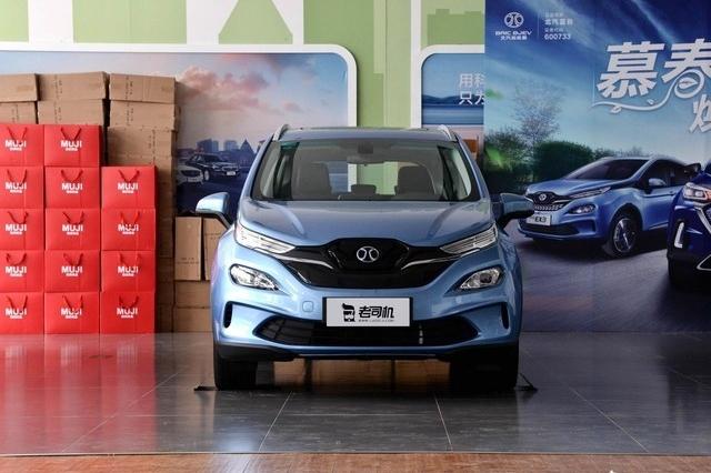 外观时尚的纯电动小型SUV,小哥带你看北汽新能源EX3
