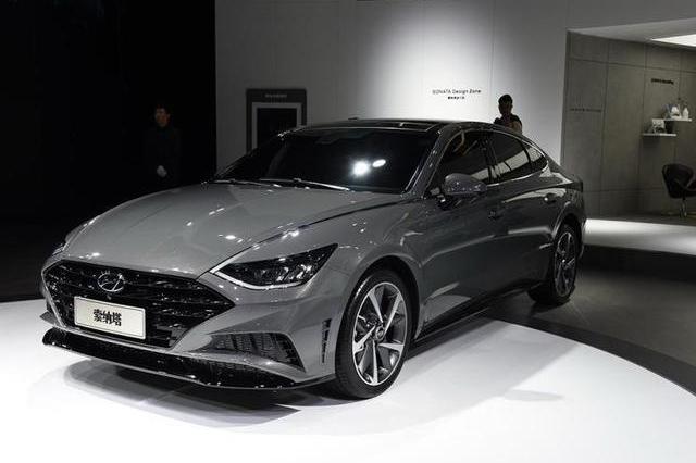 赶紧准备钱,国内首款轿跑B级车将上市,造型太夸张,设计师要火