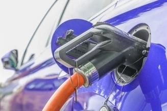 上市1年卖出20万辆,一箱油能开2143公里,不是丰田和大众