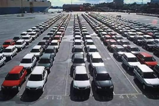 车市观察:二线豪华车型的两难选择,到底要量还是要保价?