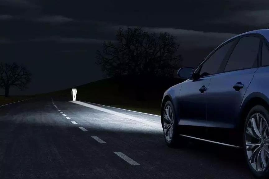 大灯测试:都是LED,但新款途观L的大灯调校得比老款更好