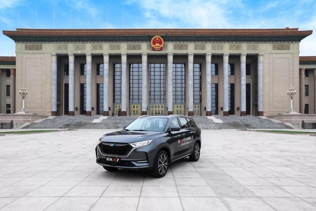 爆款之间的较量!10万级紧凑SUV,长安欧尚X7与博越Pro该选谁?