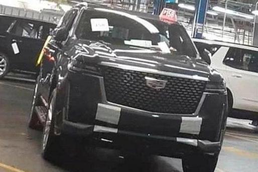 全新凯雷德实车曝光,V8发动机,内饰比奔驰GLS还豪,真霸气