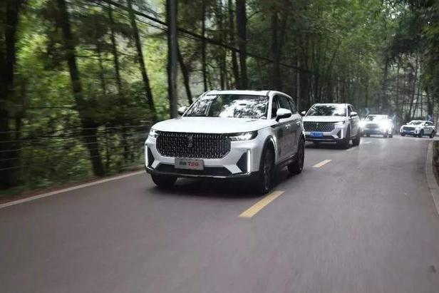 最具爆款潜质的国产SUV,2.0T+8AT配三块大屏,还买啥合资车?