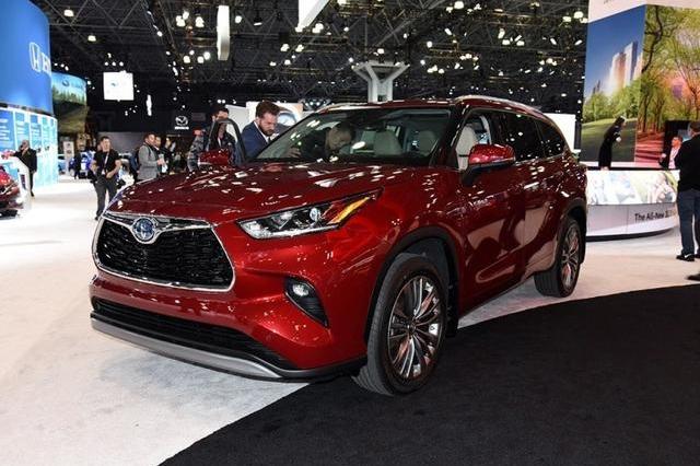 全新汉兰达价格来了,3.5L V6燃油版24.24万起,混动版26.77万起