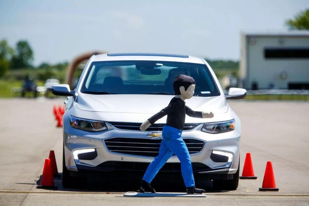 纯电动车碰撞测试的「差别对待」,才是与传统燃油车的安全差距