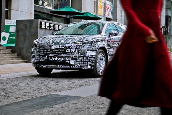 神秘弹幕车惊现重庆街头,网红城市瞩目新街景!