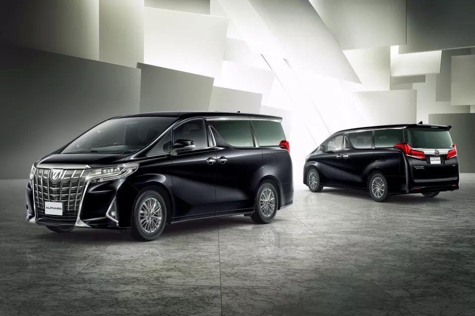 尺寸比奔驰小的丰田车,竟比奔驰贵一倍?
