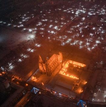 凤瞰齐鲁   航拍济南洪家楼,雪夜中的教堂简直美爆了!