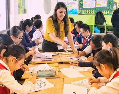 当外国老师看到中国妈妈的拳头时