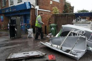 英国南安普敦一自动取款机被炸毁 现场一片狼藉