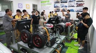 郑州万通汽车学校打通实习、实训、就业一站式通道