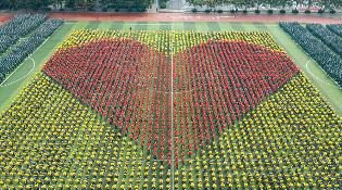 喜迎70华诞! 万名师生花式告白,共唱《我的祖国》