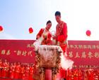 河南睢縣:70位新人零彩禮集體婚禮迎國慶