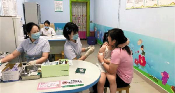 深圳:在校中小学生免费接种疫苗 接种需提前登记