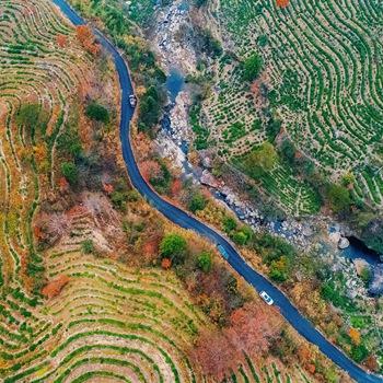 池州:黄石溪村红叶遍山 层林尽染