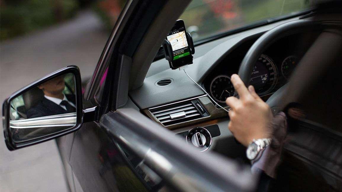 平易近生头条热搜:南京一网约车司机谦让停车 只为报警相救轻生女