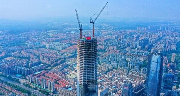 东莞:423米第一高楼正式封顶 总投资近百亿元