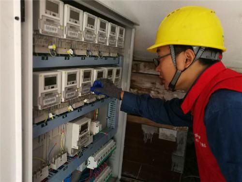 国网青岛供电公司:争分夺秒排除用电隐患 不惧