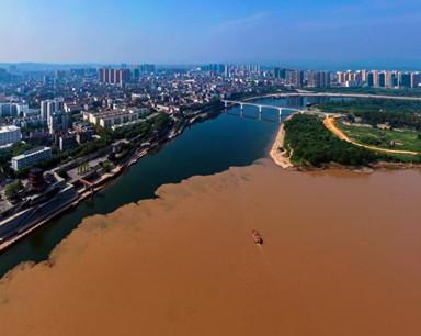 長江清江現壯觀分界線 黃綠交匯涇渭分明