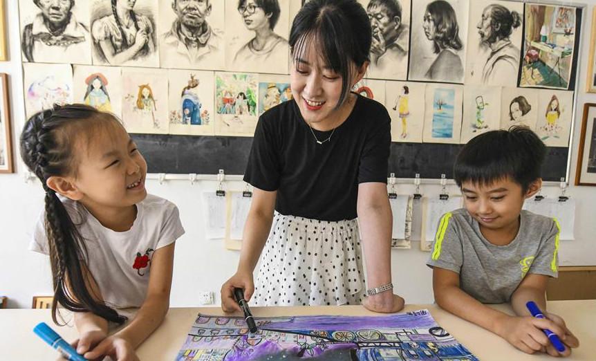 11选5河北 文安:暑假乐在少年宫