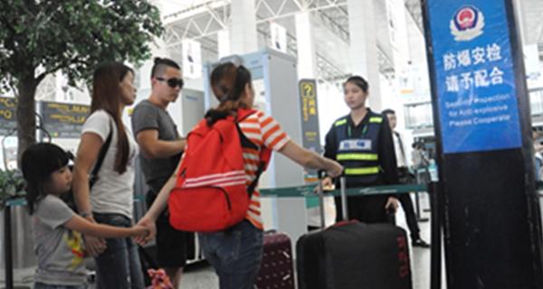 """广州白云机场下月起安检升级 旅客需提前2小时到""""class="""