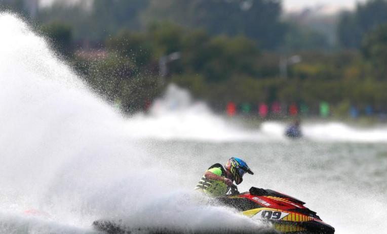 中国极限运动大会摩托艇比赛举行