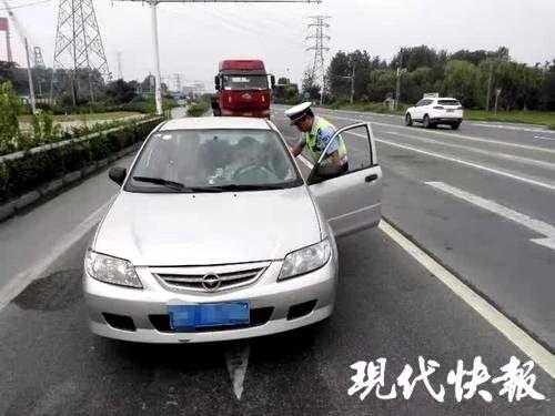 """残疾男子无证驾驶油门和刹车全靠""""手动"""""""