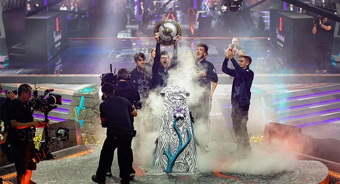 创造两连冠历史!OG三比一击败Liquid获得TI9冠军