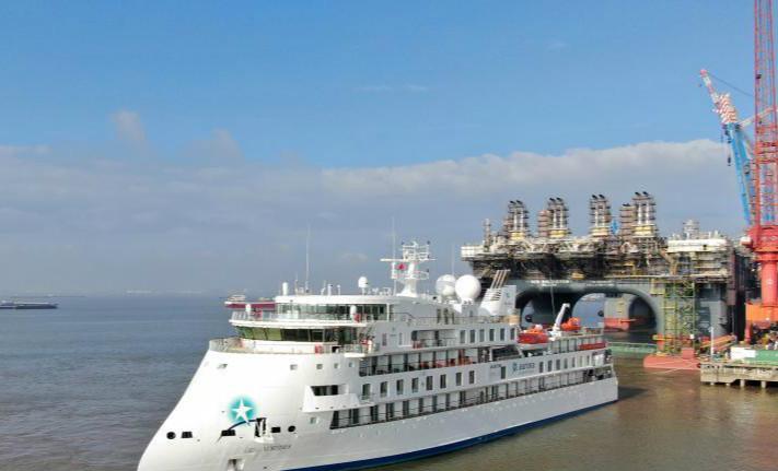 中国制造极地探险邮轮启航赴南极