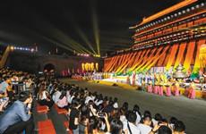 礼赞教师 曲江新区450余名教师城墙共庆教师节