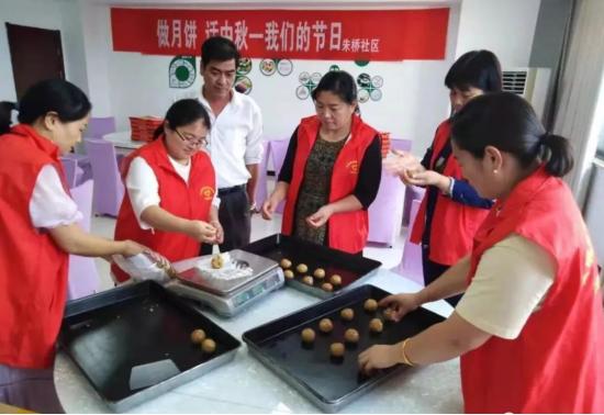 安徽泗县:为中秋佳节增添一抹志愿红