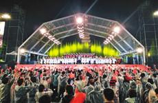 数万人雨中歌唱祖国 2019西安交响乐团户外公演上演