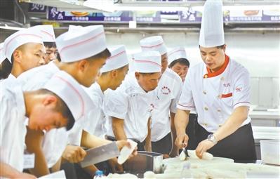 中山:开展特色职业技能培训 助力成年孤儿融入社会