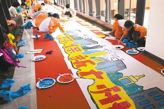 广州:70名画童同绘70米长卷