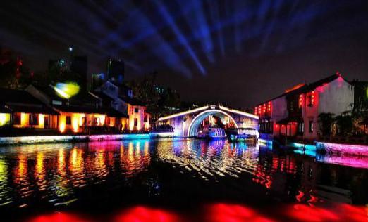 """无锡古运河畔 彩灯绚丽""""扮靓""""城市之夜"""