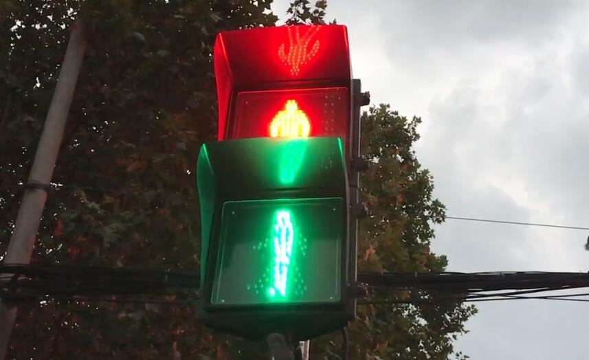 马鞍山一路口红绿灯同时亮 市民:致命玩笑开不得