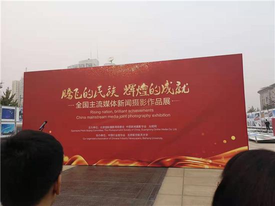 北大荒秋收系列图片亮相北京国际