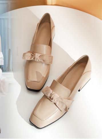 """[精彩]演绎百变风格,闲大东女女鞋为时尚""""添砖加瓦"""""""