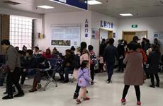 气温骤降儿童患者激增  提醒家长尽量少带孩子去人多地方