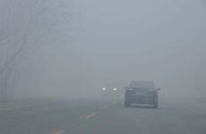 西安迎来雾霾天气 专家支招市民采取防护措施应对