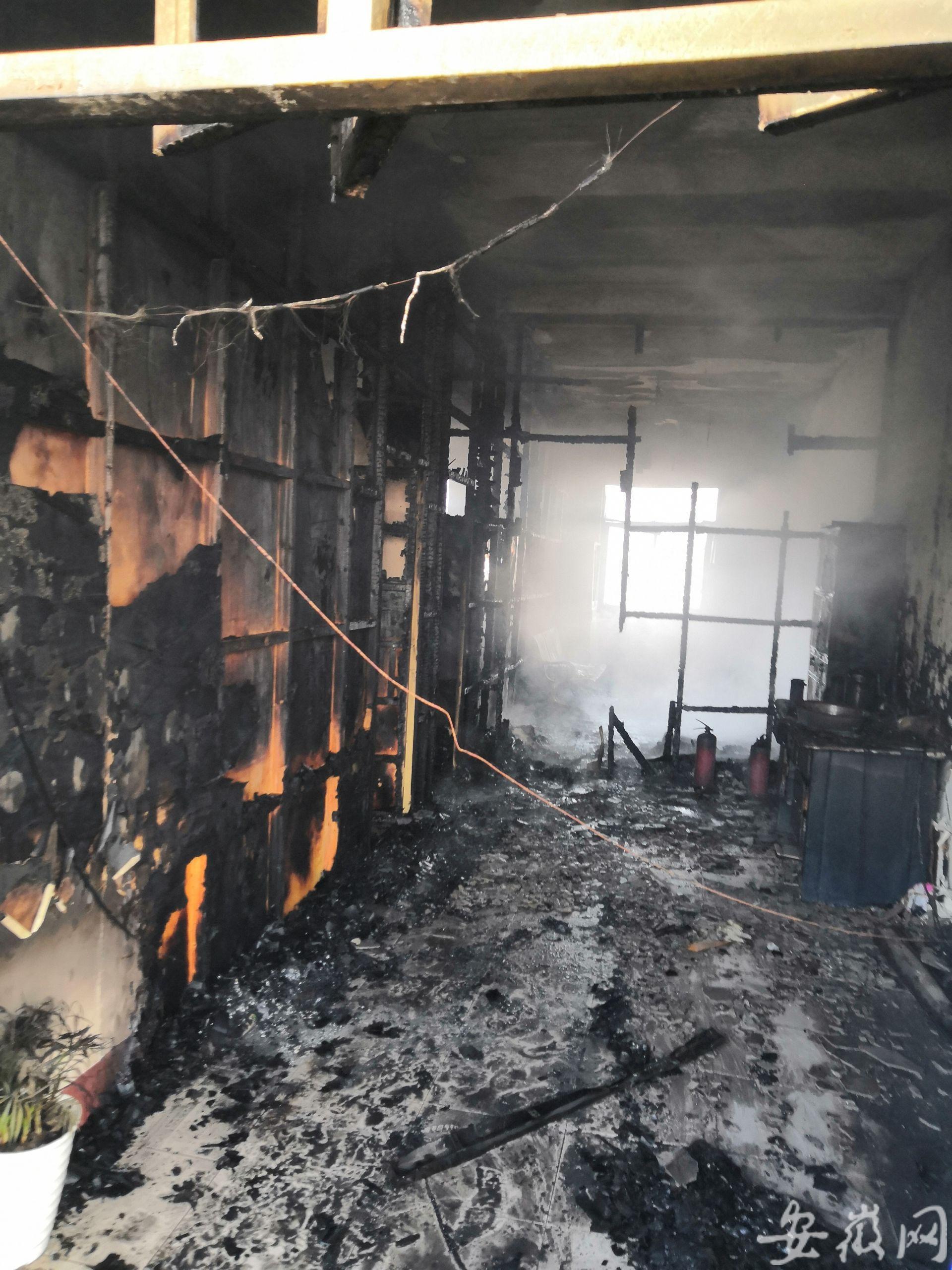 宣城一社区居委会办公室失火 现场烧毁较严重
